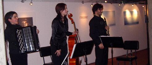 O Trio Desconcertante na Sala da Nora